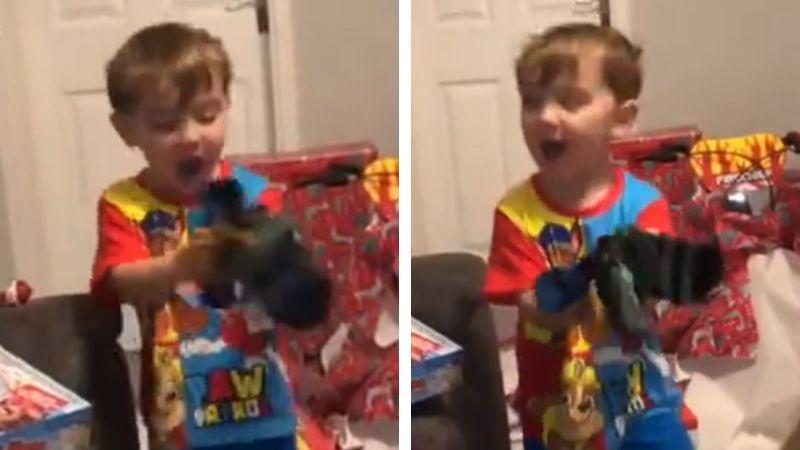 VIDEO: Niño de 3 años estalla de emoción al recibir calcetines en Navidad