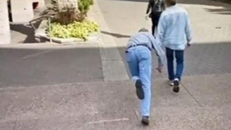 VIDEO: Un hombre se tropieza y sufre tremenda caída que queda registrada en Google Maps