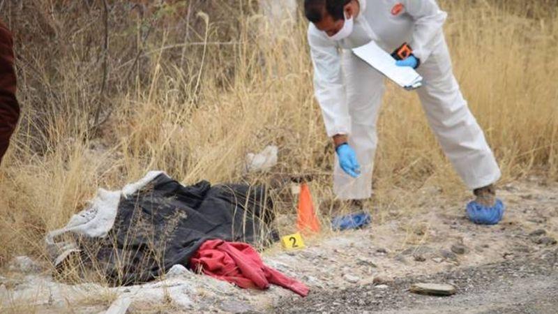 Aguascalientes: Encuentran a mujer 'encobijada' a la orilla de una carretera