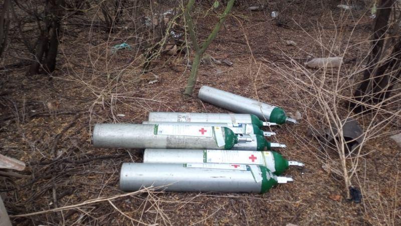 Ocultos entre la maleza, localizan tanques de oxígenos robados en IMSS Navojoa