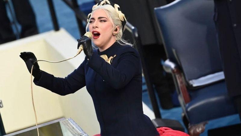 VIDEO: Comparan a Lady Gaga con quinceañera por su entrada a toma de protesta de Joe Biden