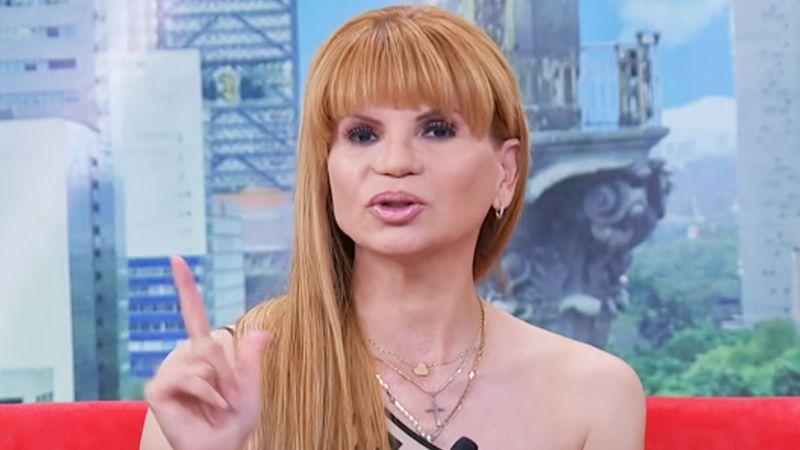 Mhoni Vidente asegura que querida cantante se embarazará ¡con vientre de alquiler!