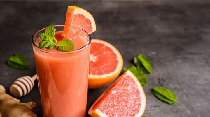 ¡Actívate! Este smoothie de toronja y frutos rojos será tu escudo contra el sueño