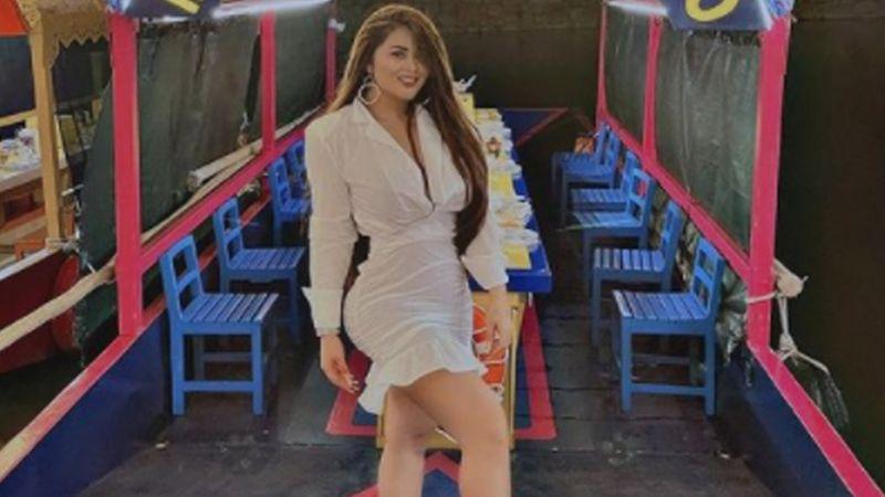 'Gomita' se pone su vestido más coqueto y deleita en TikTok con tremendo baile