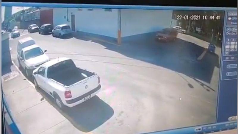 VIDEO: Momento exacto en el que dos policías son ejecutados al intentar frustrar asalto