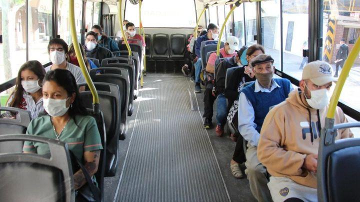 Covid-19: Médicos recomiendan no hablar en el transporte público para evitar contagios