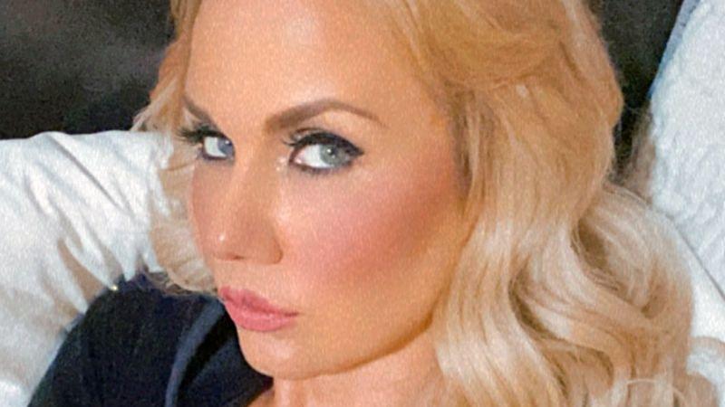 Tras muerte de su padre, Michelle Vieth se deja ver guapísima desde Acapulco