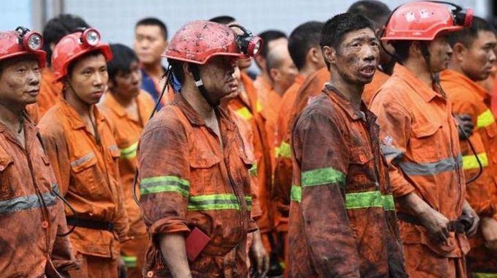 Rescatan a 11 mineros que estuvieron atrapados 2 semanas en China
