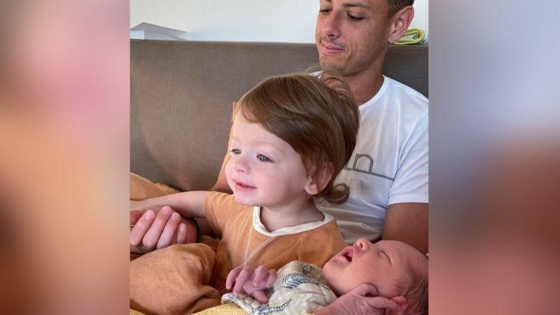¿Se reconciliaron? 'Chicharito' comparte fotos de sus hijos con Sarah desde Australia