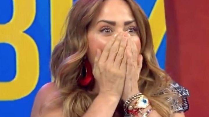 """Conductor de 'Hoy' se le declara en vivo a Andrea Legarreta: """"Fue tan fácil quererte tanto"""""""