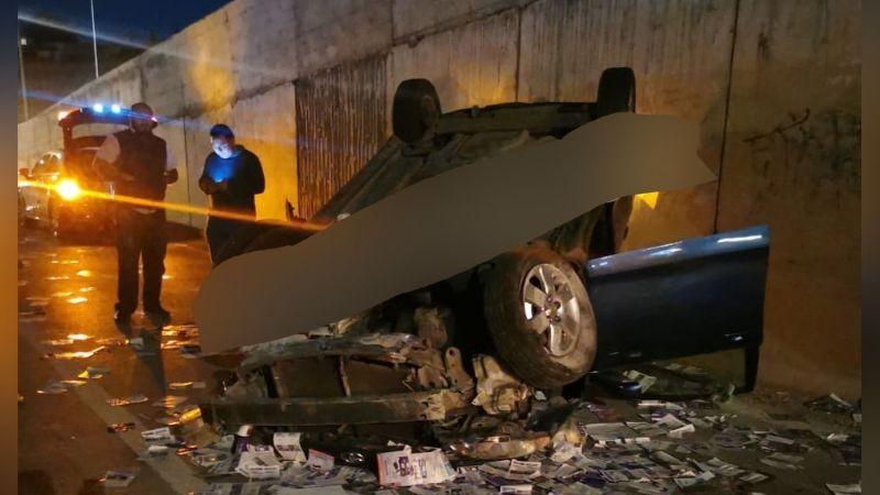 Conductor de automóvil desaparece luego de volcarse en periférico de Puebla