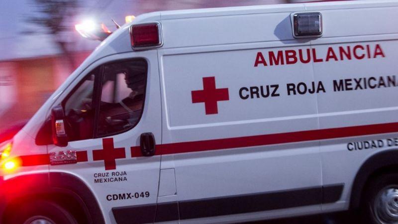 Aparatoso choque entre una ambulancia y una unidad del transporte deja 10 lesionados