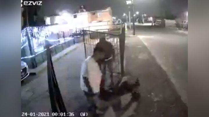Sujetos que querían matar a un pitbull a balazos terminan inconscientes tras golpiza de los dueños