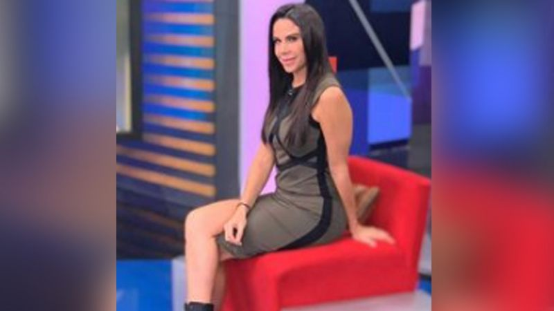 Paola Rojas alegra a todo Instagram al lucir coqueta falda en foro de Televisa