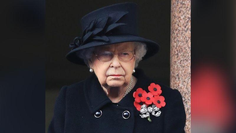 Reina Isabel II comparte foto desde Australia rodeada de cientos soldados rindiendo su respeto