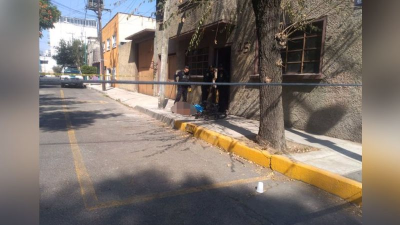 Sicarios asesinan de varios disparos a ciclista frente a la puerta de su casa
