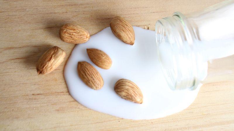 ¿Eres intolerante a la lactosa? Esta leche de almendras podría ser la solución a tus problemas