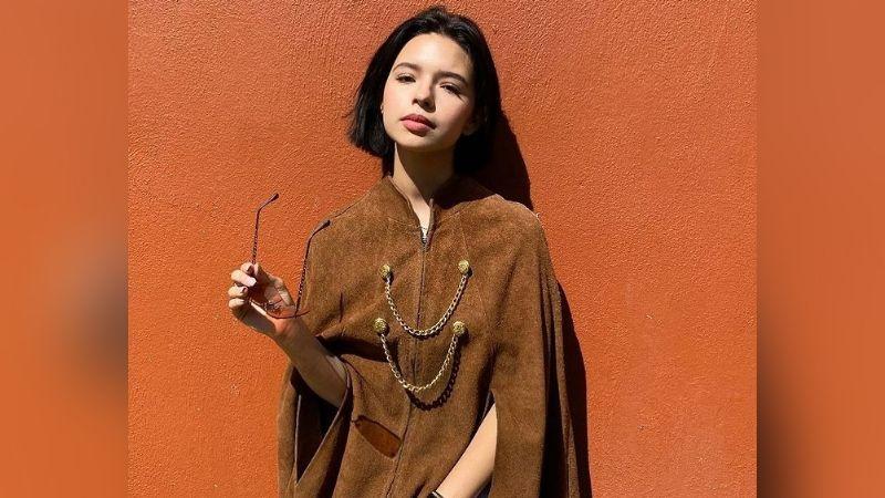 Ángela Aguilar enamora Instagram al posar frente al espejo con tremendo 'outfit' negro