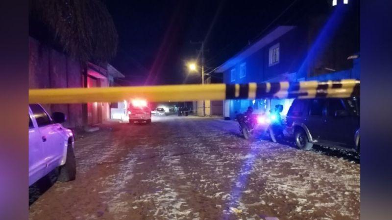 Desconocidos asesinan a balazos a un hombre y dejan gravemente heridas a su esposa e hija