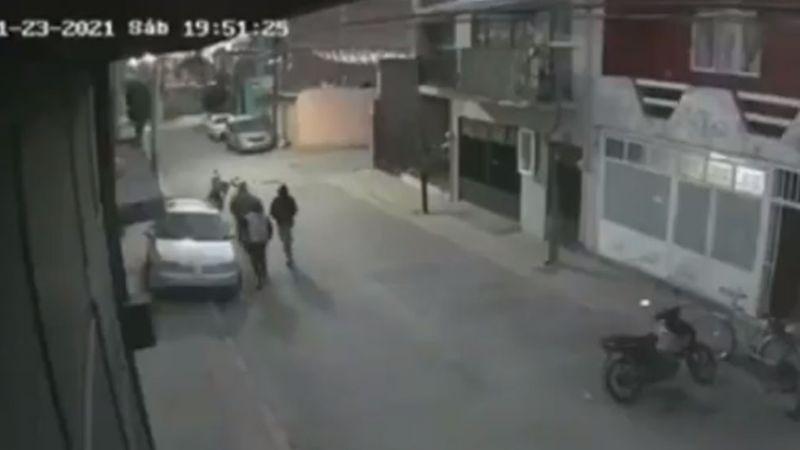 VIDEO: Momento exacto en el que una familia es asesinada por sujetos que invadieron su casa
