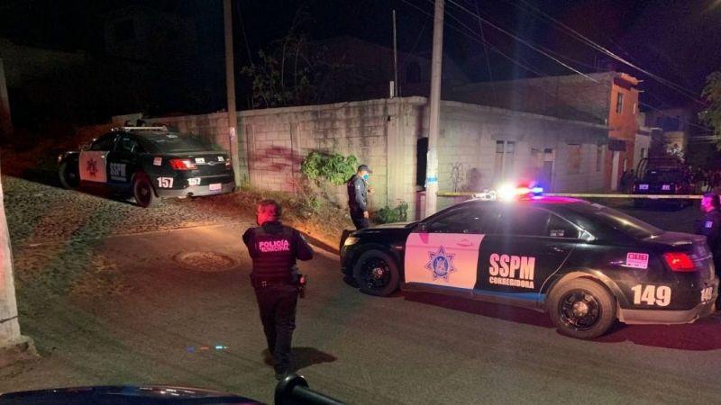 Gatilleros a bordo de un taxi ejecutan a una pareja que estaba en una miscelánea