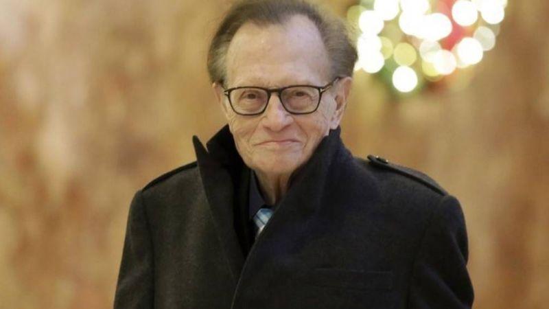 Larry King es hospitalizado por coronavirus tras recuperarse de un derrame cerebral