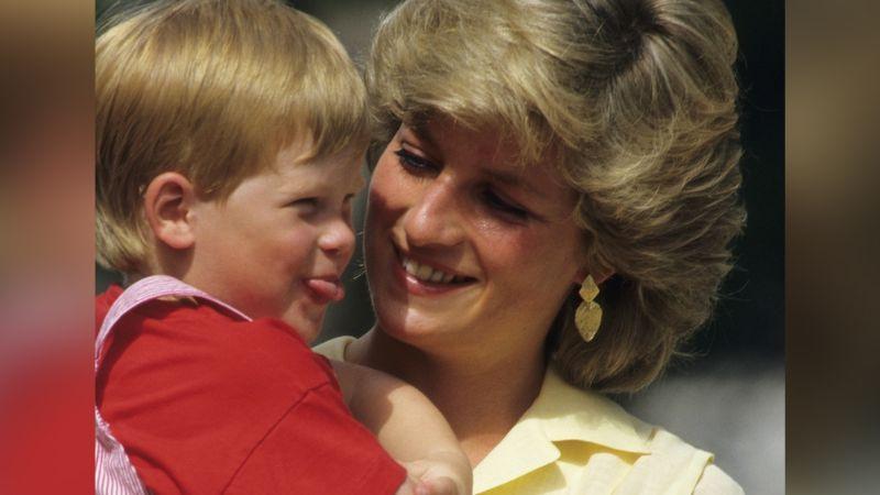 Príncipe Harry recuerda su infancia con Lady Di con tierna foto en Año Nuevo