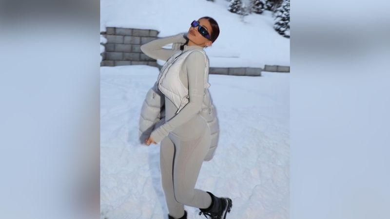 Kylie Jenner disfruta de una increíbles vacaciones en la nieve y Twitter 'enloquece'