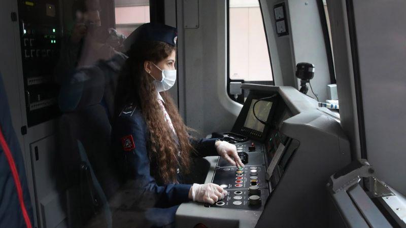 Por primera vez en toda su historia: Metro de Moscú contrata a conductoras