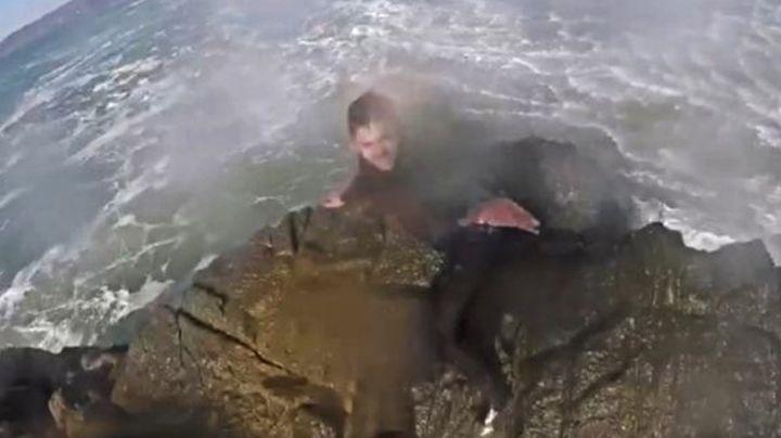 VIDEO: Marina realiza impresionante rescate de surfista atrapado en playa de Ensenada