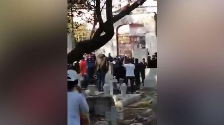 Se desata trifulca en pleno sepelio de un menor que fue asesinado a balazos