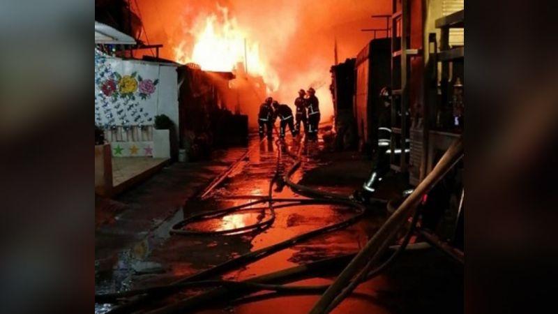 CDMX: Fuerte incendio consume 30 casas de cartón en la alcaldía Miguel Hidalgo