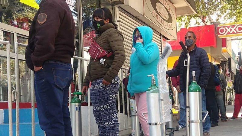 """""""Es un viacrucis"""": Registran largas filas para comprar y recargar tanques de oxígeno"""