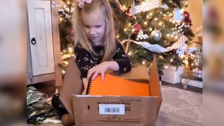 VIDEO: Niña reacciona de esta manera al recibir libros de Harry Potter escritos en Braille