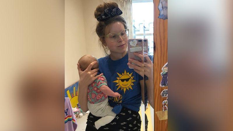 Jessie Cave, actriz de 'Harry Potter', reva que su bebé está grave e internado por Covid-19