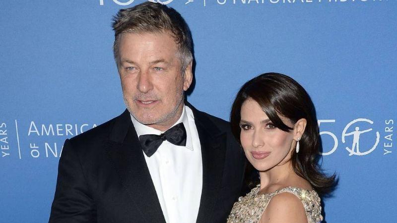 Alec Baldwin demuestra gran apoyo a su esposa tras su terrible controversia
