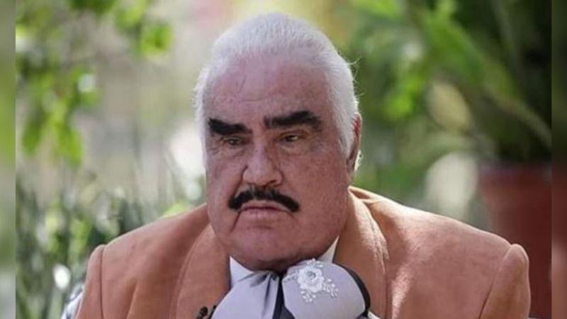 A sus 80 años, Vicente Fernández revienta las redes con memes por su apretado traje