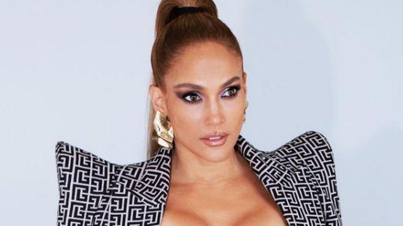 A sus 51 años, Jennifer Lopez sorprende con despampanante foto en la playa