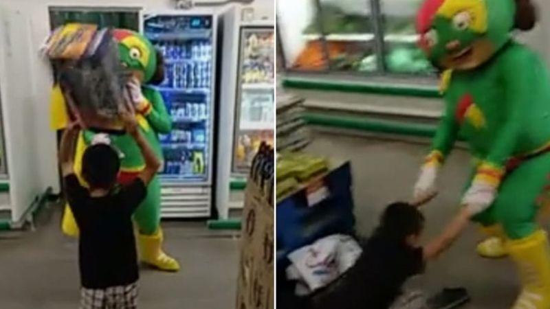 VIDEO: Botarga de 'Mamá Lucha' pelea con un niño dentro de un supermercado y se hace viral