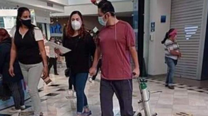 FOTO: Indigna la imagen de un hombre paseando en un centro comercial con tanque de oxígeno