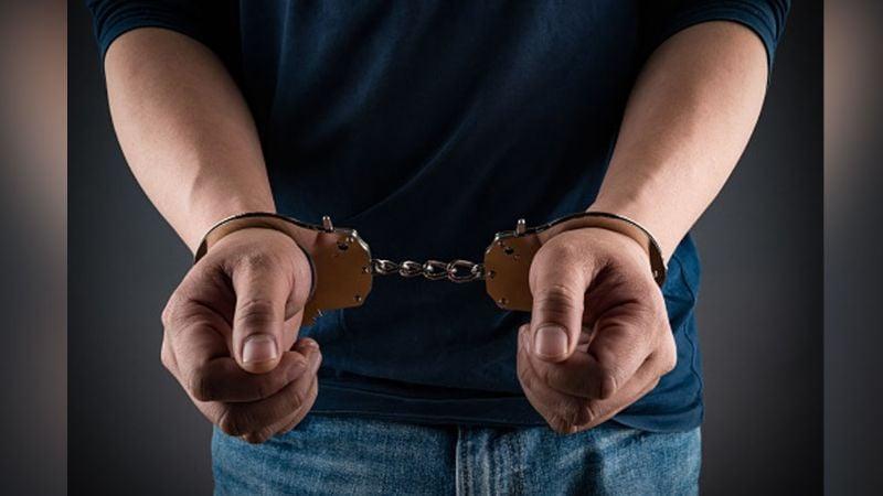 Menor de edad es detenido por autoridades luego de que extorsionara a una mujer