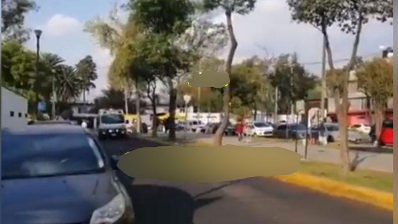 Motociclista sufre aparatoso accidente al derrapar en calles de la Venustiano Carranza
