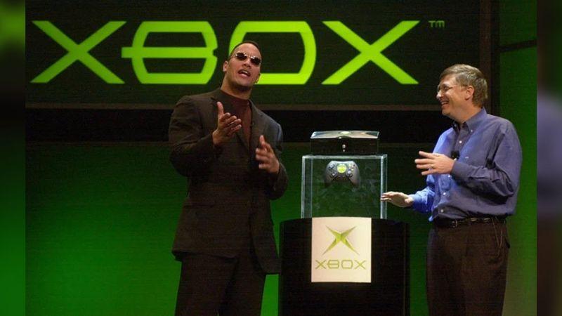 La primera consola de Xbox fue lanzada en 2001 por Bill Gates y 'La Roca'