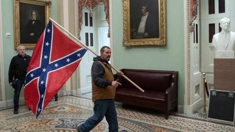 ¿Por qué los manifestantes usaron la bandera confederada para el asalto del Capitolio?