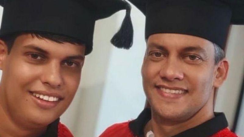 Padre se inscribe a la universidad para cuidar de su hijo que padece el síndrome Asperger