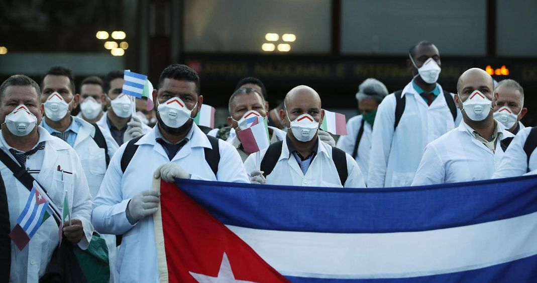 Llegarán 200 médicos cubanos a CDMX para atender casos covid