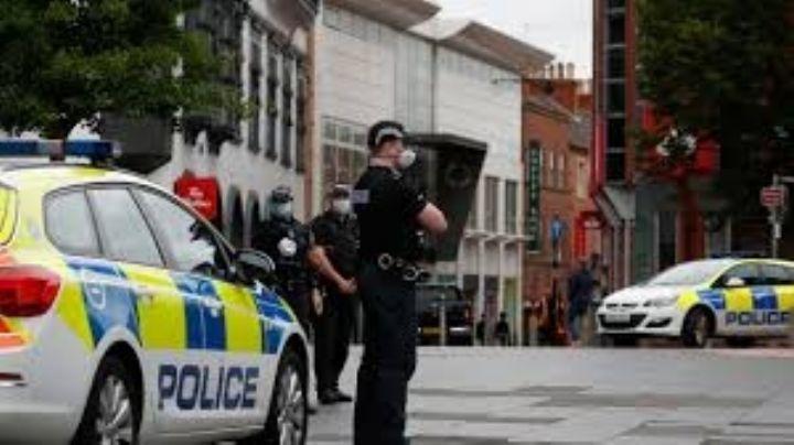 Detienen a ladrones que llamaron accidentalmente a la policía durante el robo
