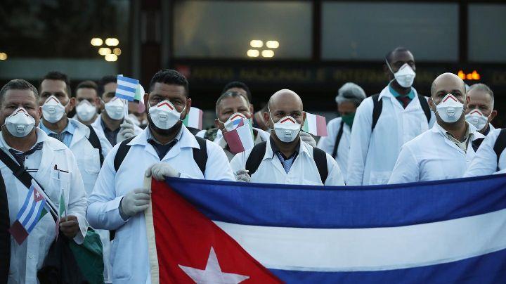 CDMX se prepara para recibir a 200 médicos cubanos para combatir al Covid-19