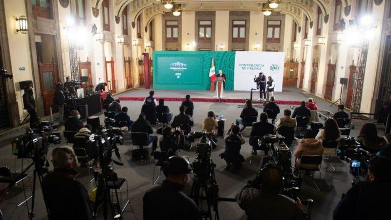 """""""Defienden con dignidad a México"""": AMLO agradece labor de diplomáticos"""