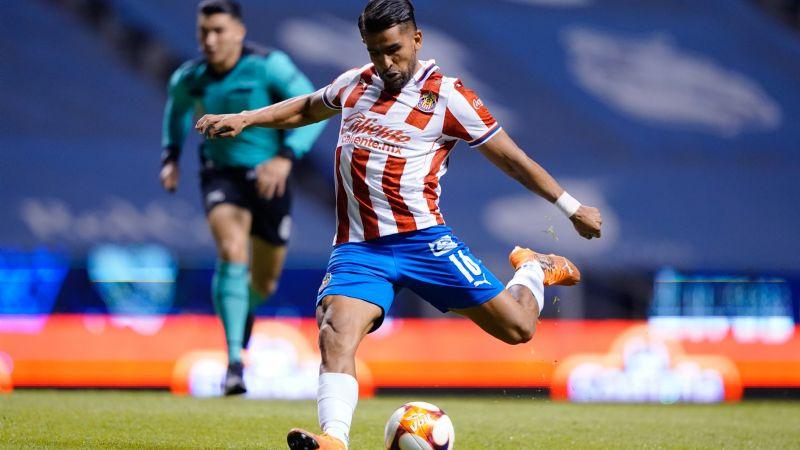 Las Chivas y el Puebla dan inicio al Guardianes 2021 con un empate